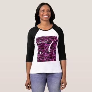 La camiseta inicial envuelta larga de las mujeres