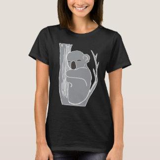 La camiseta negra de las mujeres soñolientas de la