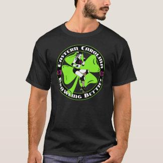 La camiseta negra de los hombres