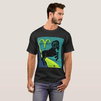 La camiseta oscura básica de los DeVinci-Hombres