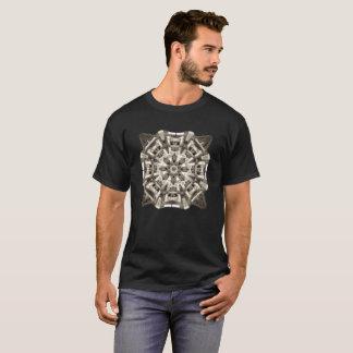 La camiseta oscura básica de los hombres