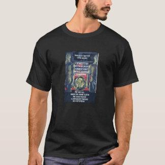 La camiseta oscura básica de los hombres de