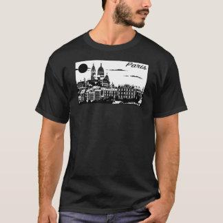 La camiseta oscura básica de los hombres de París