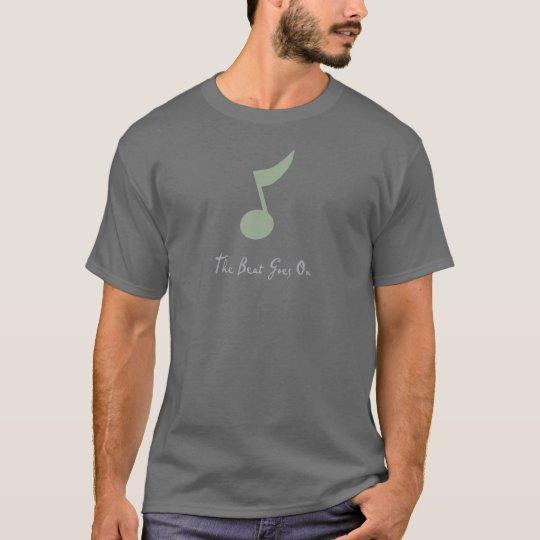 La camiseta oscura básica de los hombres gris