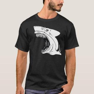 La camiseta oscura de los hombres del tiburón