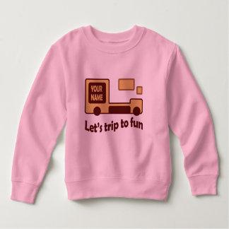 La camiseta rosada del niño divertido del coche