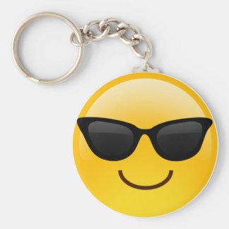 La cara sonriente con las gafas de sol refresca llavero redondo tipo chapa