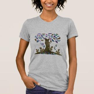 La casa del árbol de la ardilla camiseta