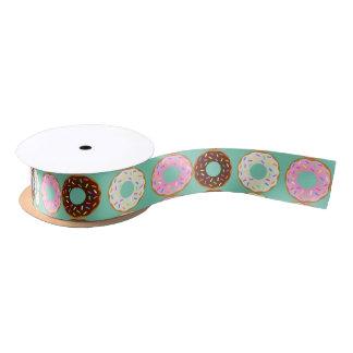 La cavidad apelmaza una cinta impresa buñuelo lazo de raso