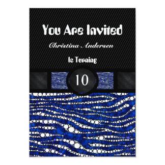 La cebra trae la invitación del cumpleaños