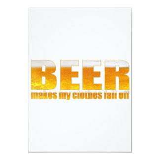 La cerveza hace mi ropa se cae invitación 12,7 x 17,8 cm
