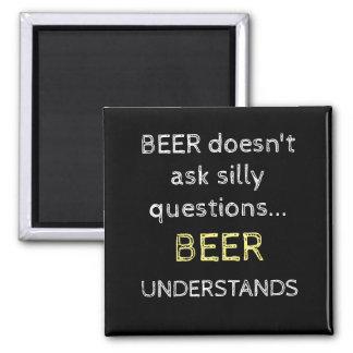 La cerveza no pide el imán tonto de las preguntas