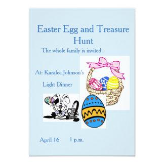 La cesta del conejito de la invitación de Pascua