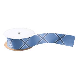 La cinta de satén del x de los azules cielos y de lazo de raso