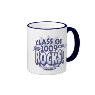 La clase de engranaje del graduado de 2009 rocas taza a dos colores