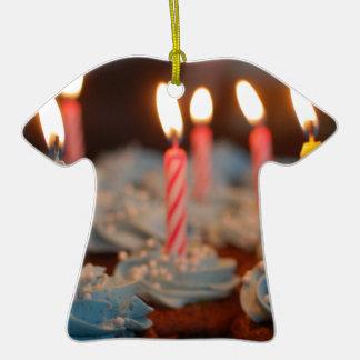 la comida del postre de los dulces del fiesta de adorno de cerámica en forma de camiseta