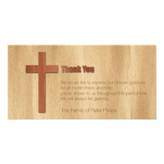 La condolencia cristiana cruzada de madera le tarjetas fotograficas