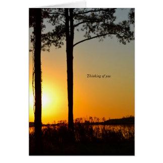 la condolencia de la puesta del sol que piensa en tarjeta de felicitación
