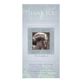 La condolencia floral de la plantilla del gris tarjeta personal con foto