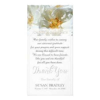 La condolencia salvaje de los rosas blancos le tarjeta fotografica personalizada