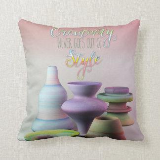 La creatividad de la cerámica de la acuarela nunca cojín decorativo