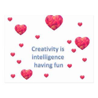 La creatividad es inteligencia que se divierte postal
