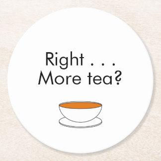 La derecha…. ¿Más té? - cita del té Posavasos Desechable Redondo