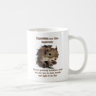 La diversión abandonó la ardilla de motivación taza de café
