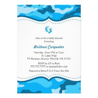 La ducha azul del camuflaje del bebé invita a los invitacion personalizada