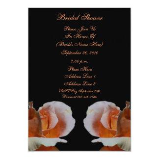 La ducha nupcial floral del negro de los capullos invitación 12,7 x 17,8 cm