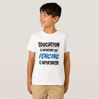 """La """"educación es"""" camiseta importante para los"""