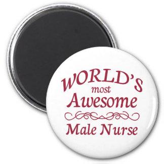 La enfermera de sexo masculino más impresionante d imán