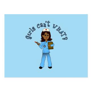 La enfermera en azul friega (la oscuridad) tarjeta postal