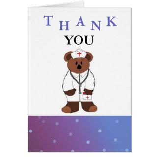 La enfermera le agradece felicitacion
