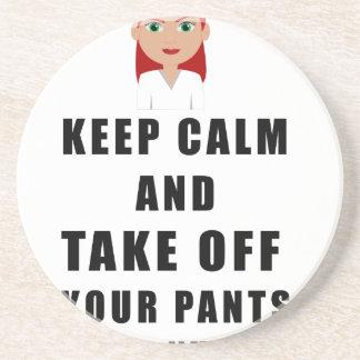 la enfermera, saca sus pantalones posavasos de arenisca