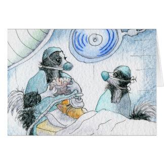 La enfermera y el cirujano felices del día de las  tarjeta de felicitación