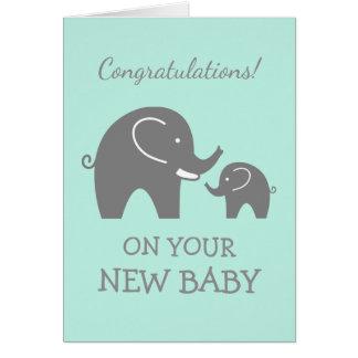 La enhorabuena carda para el nuevo bebé o chica tarjeta de felicitación