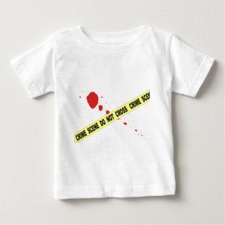 La escena del crimen no cruza camiseta de bebé