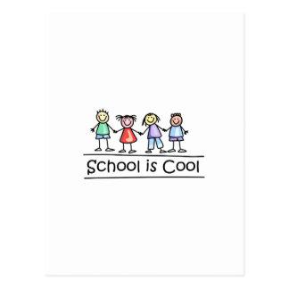 La escuela es fresca postal