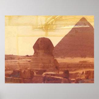 La esfinge y la pirámide poster