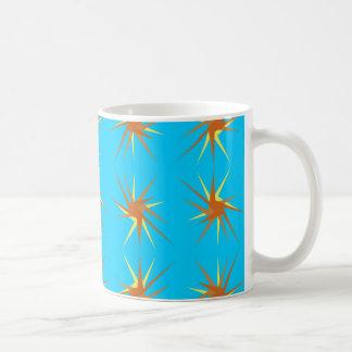 La estrella estalla el modelo en crema y beige, taza de café