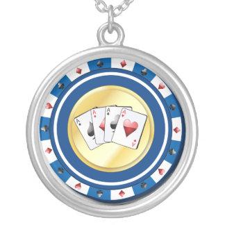 La ficha de póker azul con el patio Aces el collar