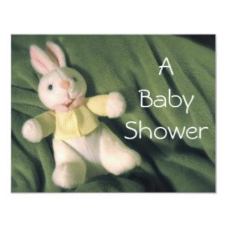 La fiesta de bienvenida al bebé del conejito del invitación 10,8 x 13,9 cm