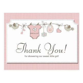 La fiesta de bienvenida al bebé rosada de la ropa postal