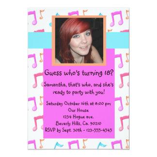 La fiesta de cumpleaños de Rockin de las notas de Invitación Personalizada