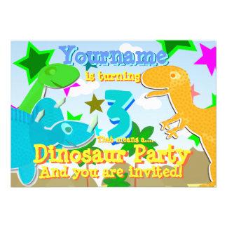 La fiesta de cumpleaños de torneado de 3 dinosauri