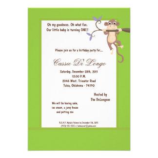 la fiesta de cumpleaños del mono verde 5x7 invita anuncio personalizado