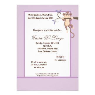 la fiesta de cumpleaños púrpura del mono 5x7 invit anuncio