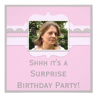 La fiesta de cumpleaños rosada linda de la invitación 13,3 cm x 13,3cm