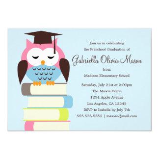 La fiesta de graduación rosada/azul linda del búho invitación 12,7 x 17,8 cm